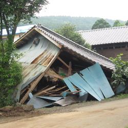 地盤の硬さと建物の耐震性能がカギ